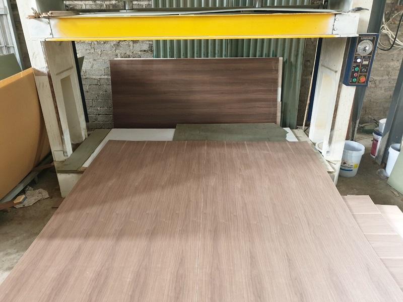 Quy trình sản xuất gỗ veneer óc chó NaDu Design - 1