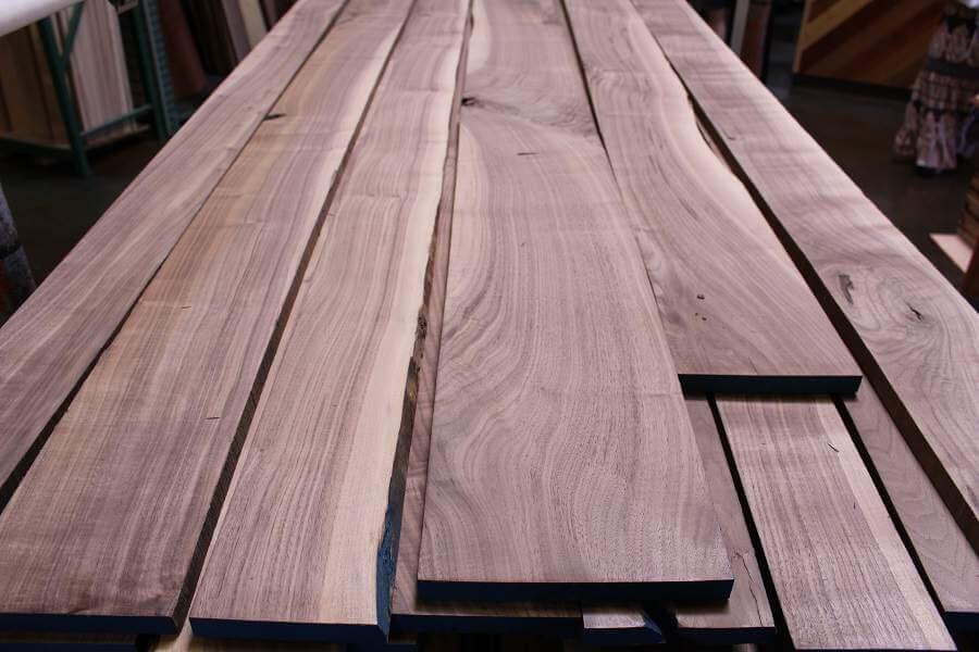 Giá gỗ óc chó bao nhiêu 1m3. Phân biệt gỗ óc chó loại I,II,III và xẻ cây