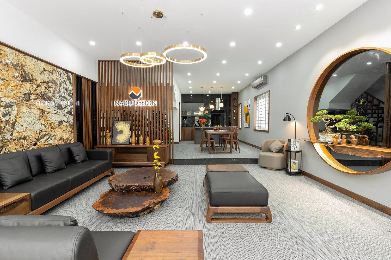Showroom nội thất gỗ óc chó NaDu Design sang trọng, hiện đại