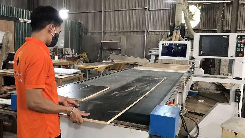 Quy trình sản xuất gỗ óc chó ghép thanh.