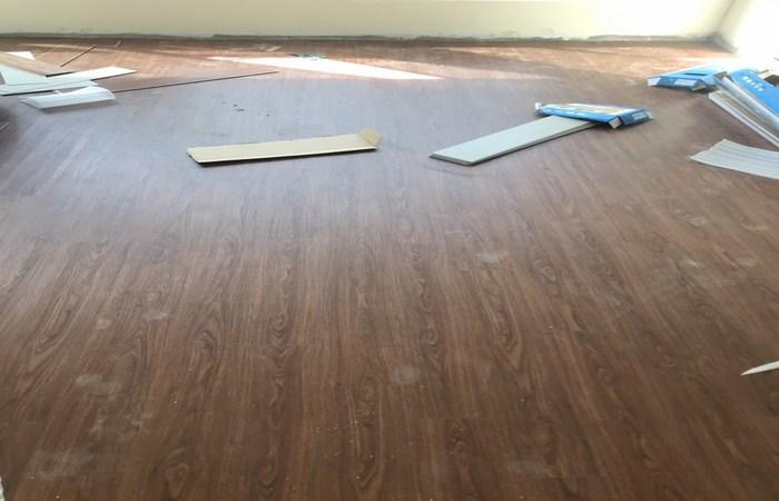 Sàn nhựa giả gỗ óc chó - 2