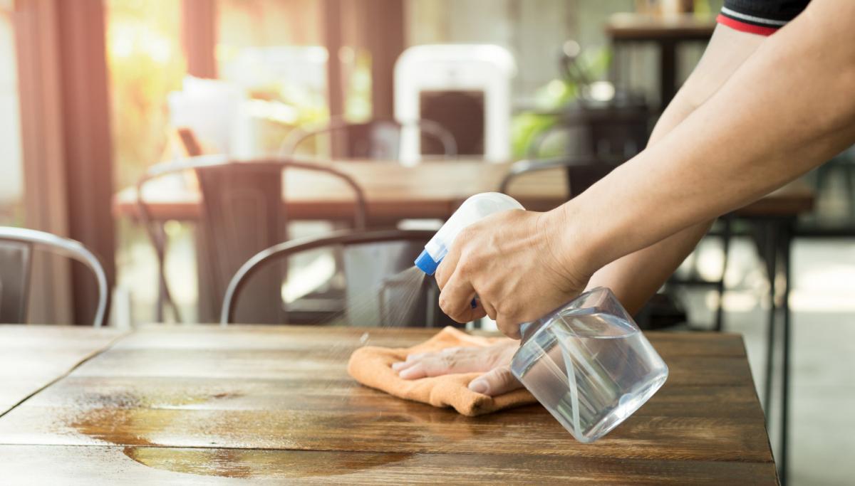 tự chế dung dịch giúp tẩy rửa đồ gỗ nội thất ngày tết